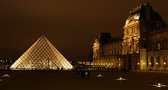 pyramide louvre eclairage